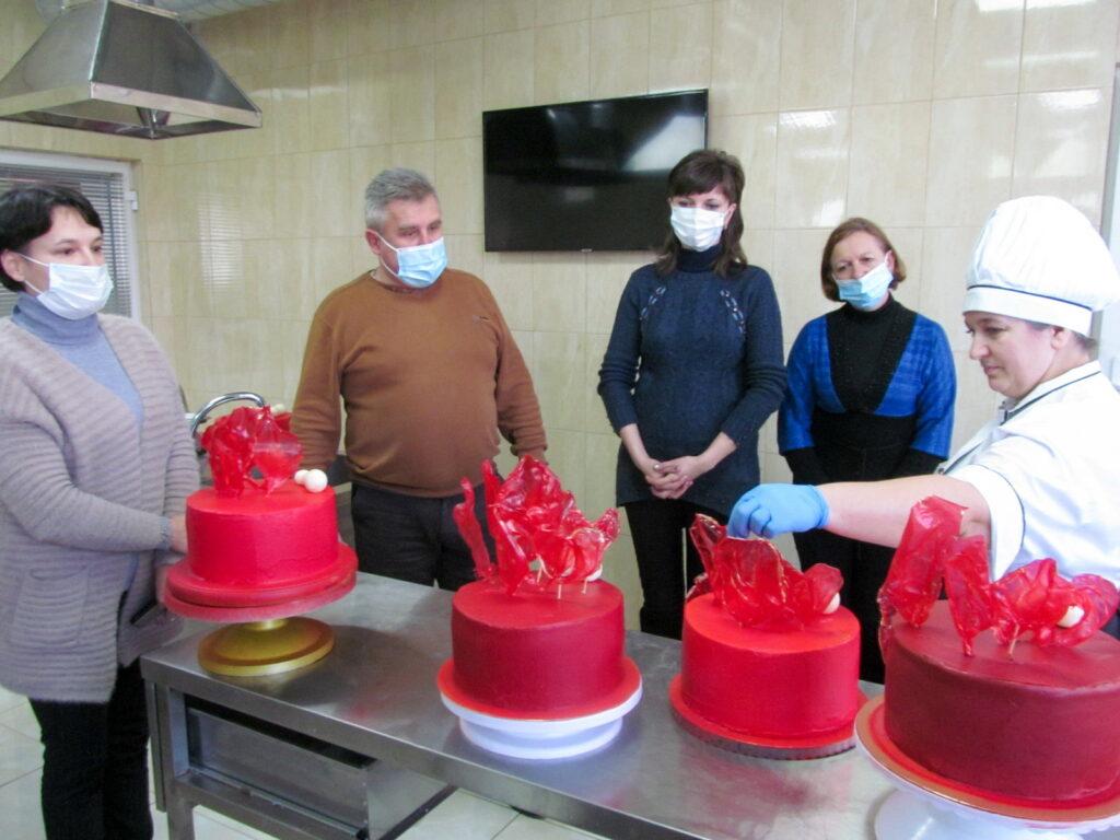 Майстер-клас «Сучасне оздоблення святкового торта»